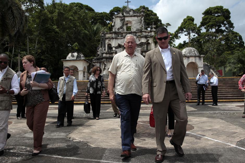 Shannon estuvo acompañado por varios funcionarios, entre ellos, el embajador Todd Robinson. (Foto: Esteban Biba/EFE)