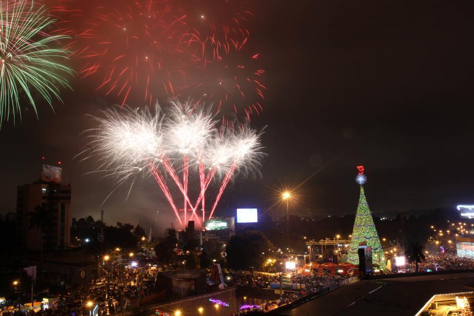 El Festival del Árbol Gallo llegó a su 30 aniversario y le acompañaron cientos de familias que desde ya comienzan a vivir la Navidad. (Foto: Esteban Biba/EFE)