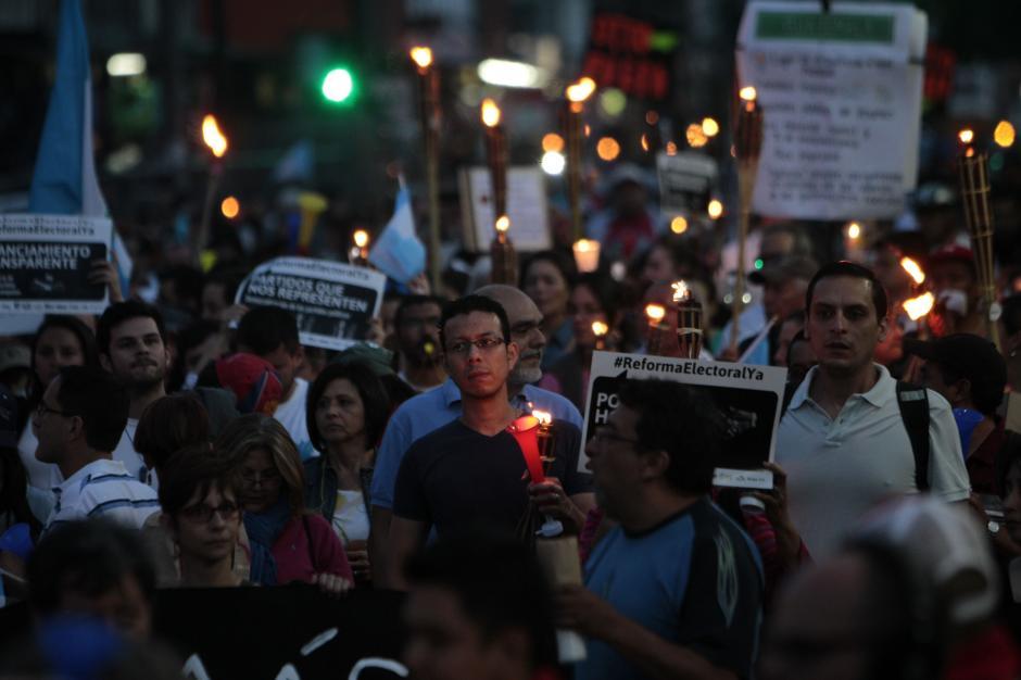 Se fue la luz, pero se quedó el sentimiento de indignación.(Foto: Esteban Biba/EFE)