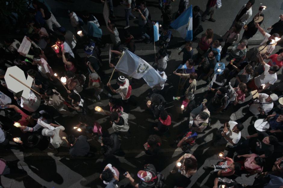 Las candelas y las antorchas fueron las principales protagonistas.(Foto: Esteban Biba/EFE)
