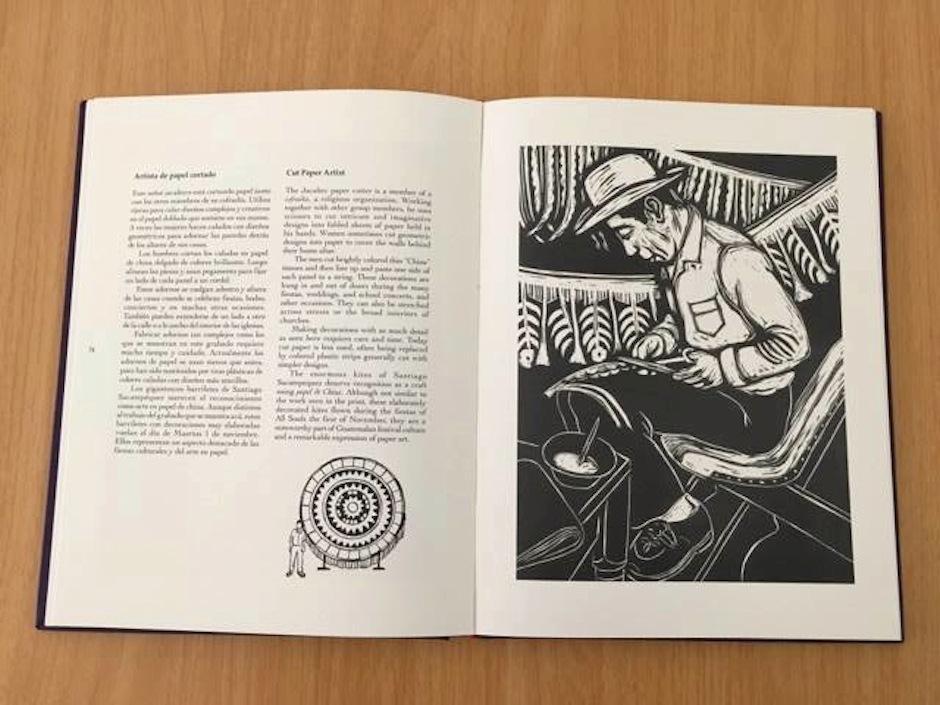 Sus páginas recopilan los oficios de Guatemala que están a punto de desaparecer. (Foto: Selene Mejía/Soy502)