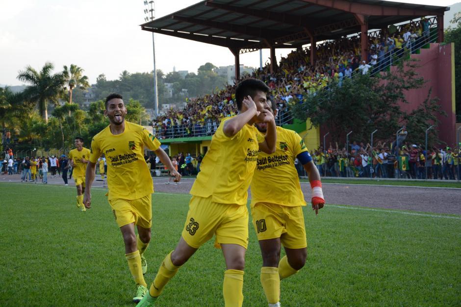Juan Klug celebra el 2-1 sobre Antigua GFC que tiene a Guastatoya arriba en la serie final. (Foto: Nuestro Diario)