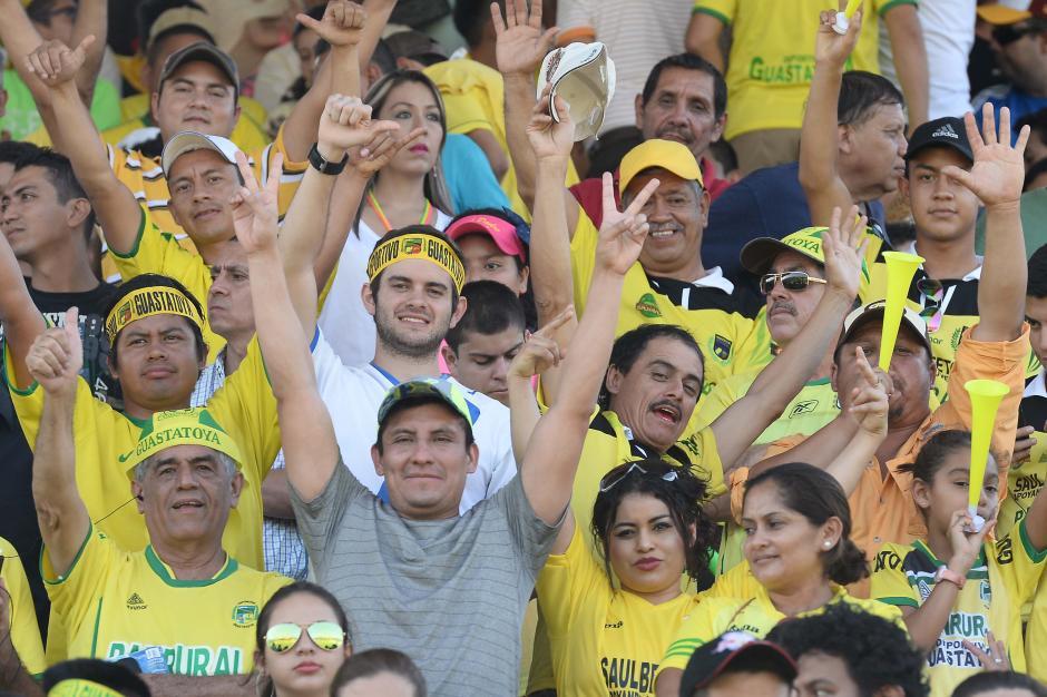 El David Cordón Hichos lució abarrotado para la final de ida del Apertura 2015. (Foto: Nuestro Diario)
