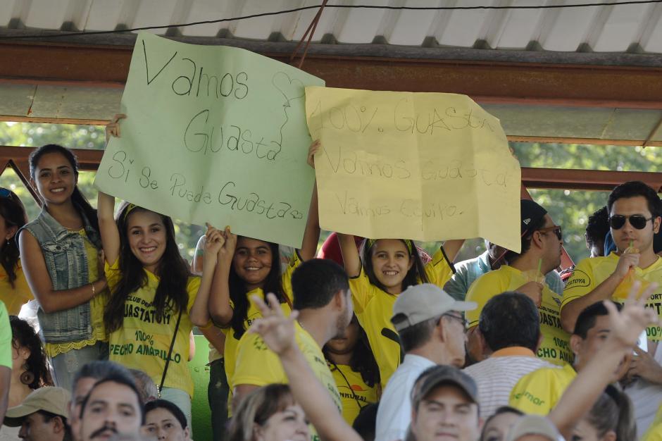 """Los aficionados de Guastatoya enviaron mensajes de apoyo a los jugadores """"pecho amarillo"""". (Foto: Nuestro Diario)"""