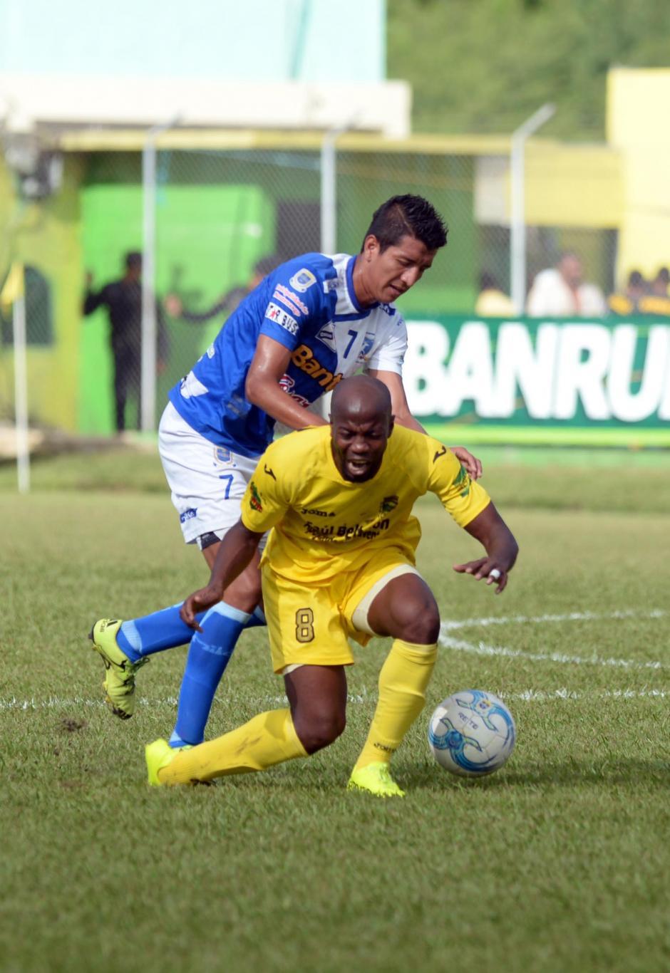 El delantero hondureño, Henry Suazo, fue uno de los más desequilibrantes de los guastatoyanos en ofensiva.(Foto: Nuetro Diario)