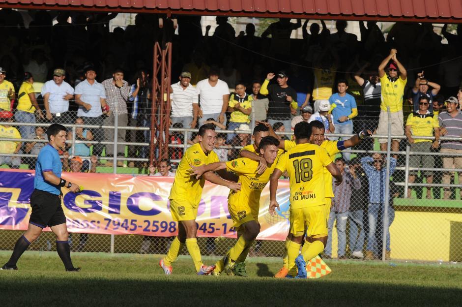 Tres veces celebraron los guastatoyanos en el David Cordón Hichos; buena ventaja para el partido de vuelta en el estadio Mario Camposeco. (Foto: Nuestro Diario)
