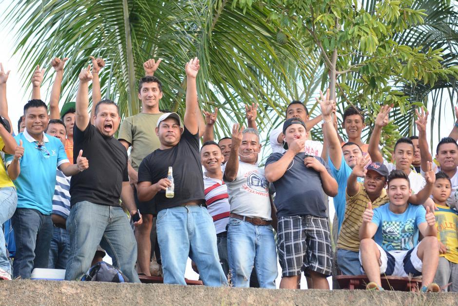 En buen número respondieron los aficionados de Guastatoya en el estadio David Cordón Hichos. Al final celebraron.(Foto: Nuestro Diario)