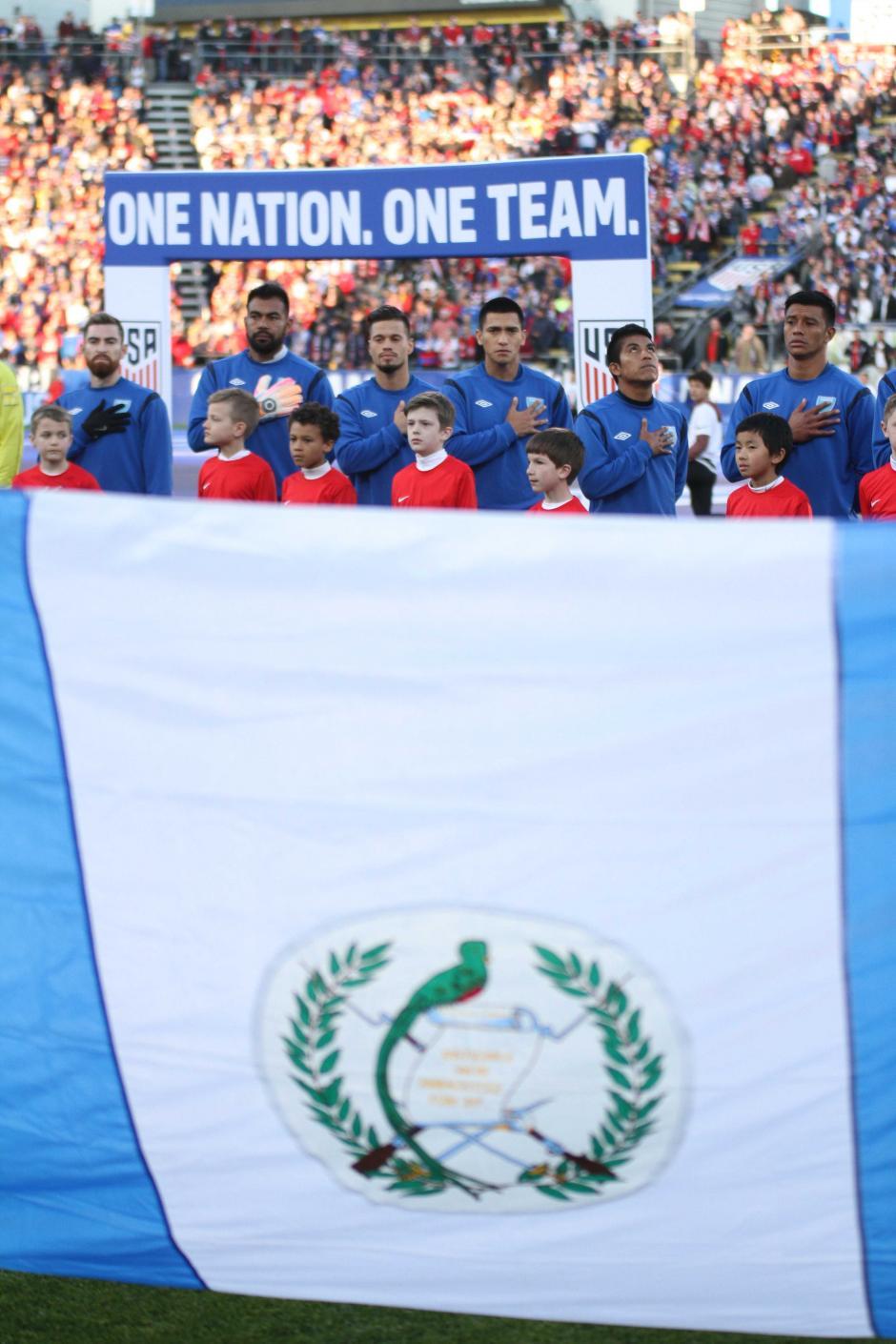 Así se vivió el momento del himno nacional de Guatemala, en Ohio. (Foto: Luis Barrios/Soy502)
