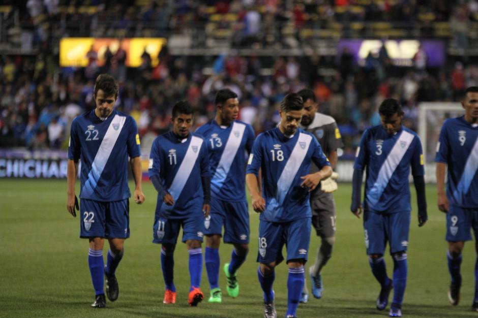 Con desazón salieron los jugadores de la Sele tras caer contra Estados Unidos. (Foto: Luis Barrios/Soy502)