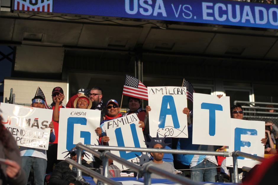 La afición de Guatemala mostró su creatividad para apoyar a la Sele. (Foto: Luis Barrios/Soy502)