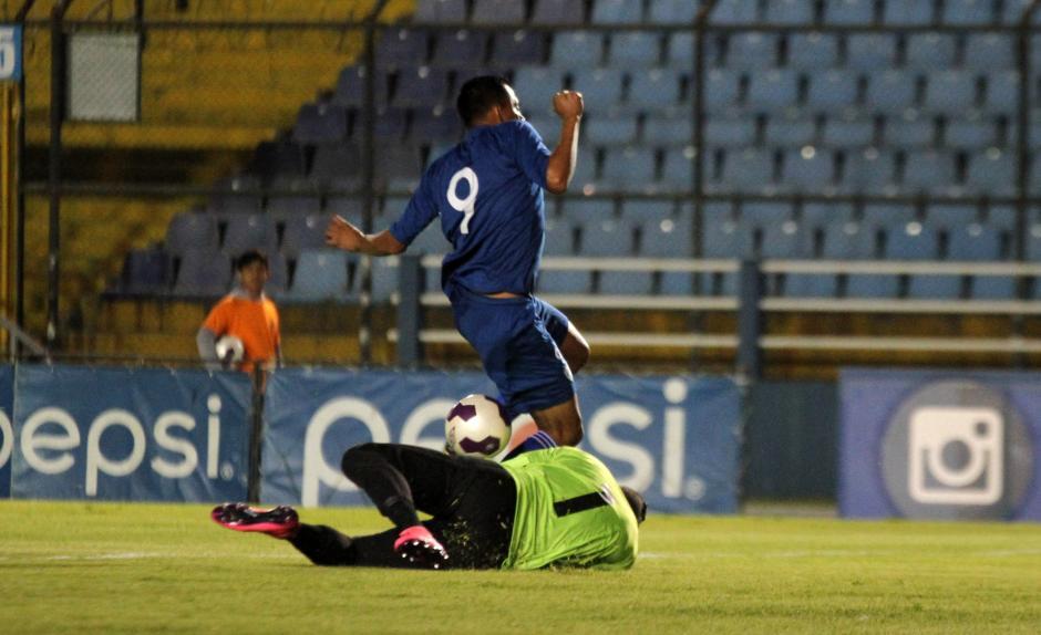 El portero de El Salvador se mostró nervioso durante el encuentro. (Foto: Luis Barrios/Soy502)