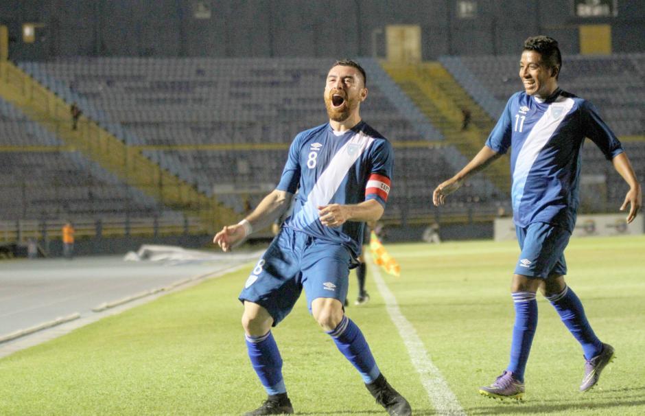 Así festejó Márquez su gol contra El Salvador. (Foto: Luis Barrios/Soy502)