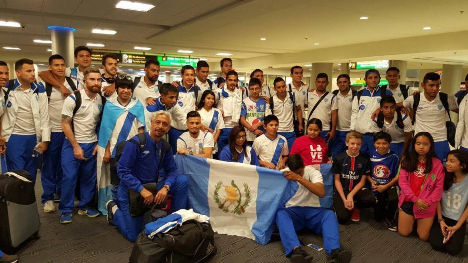 Los seleccionados nacionales fueron recibidos por niños guatemaltecos que viven en Estados Unidos. (Foto: Edson Aldana/Enviado de la ACD)