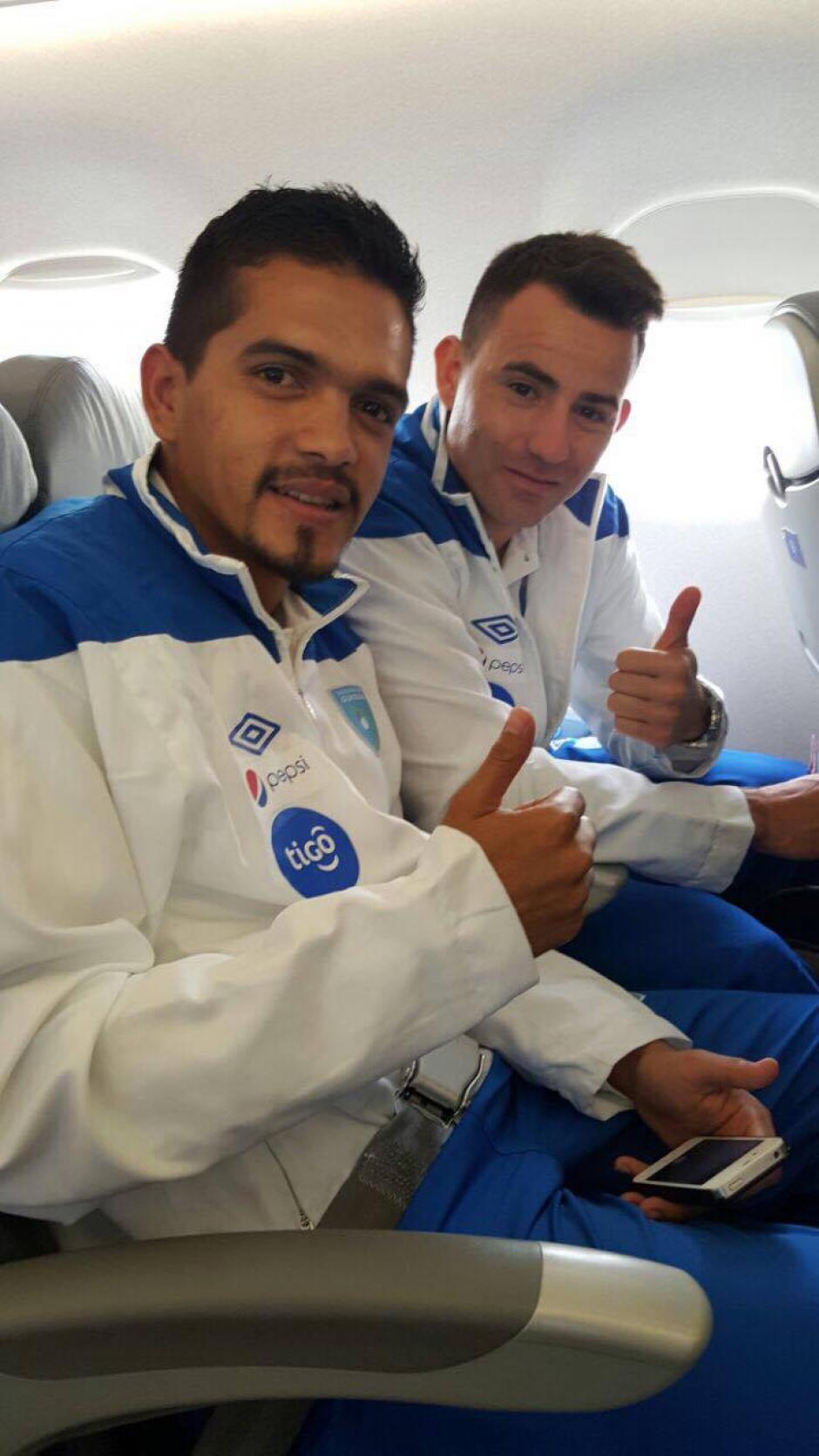 Marco Rivas y Marco Pappa compartieron durante el vuelo a suelo norteamericano. (Foto: Edson Aldana/Enviado de la ACD)
