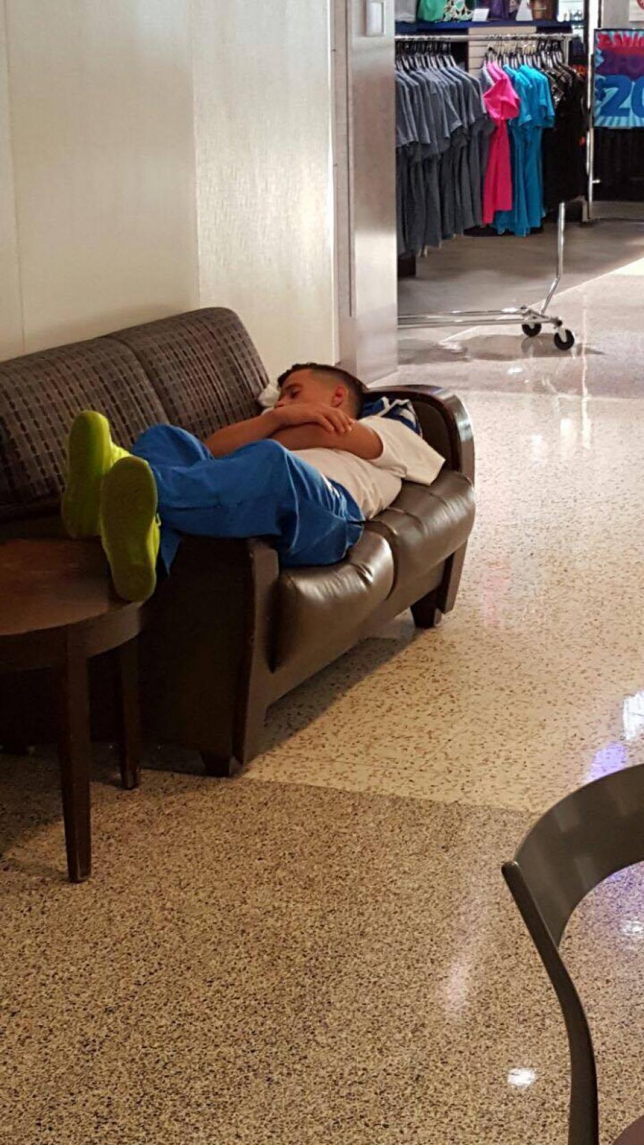En la escala en Houston (unas 4 horas) los jugadores aprovecharon para descansar. (Foto: Edson Aldana/Enviado de la ACD)