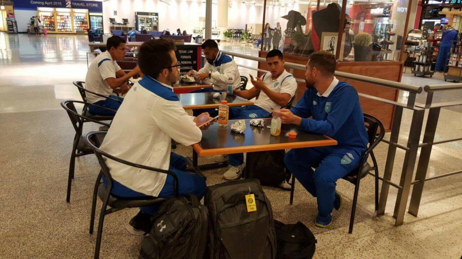 El desayuno lo hicieron en el Aeropuerto de Houston. (Foto: Edson Aldana/Enviado de la ACD)