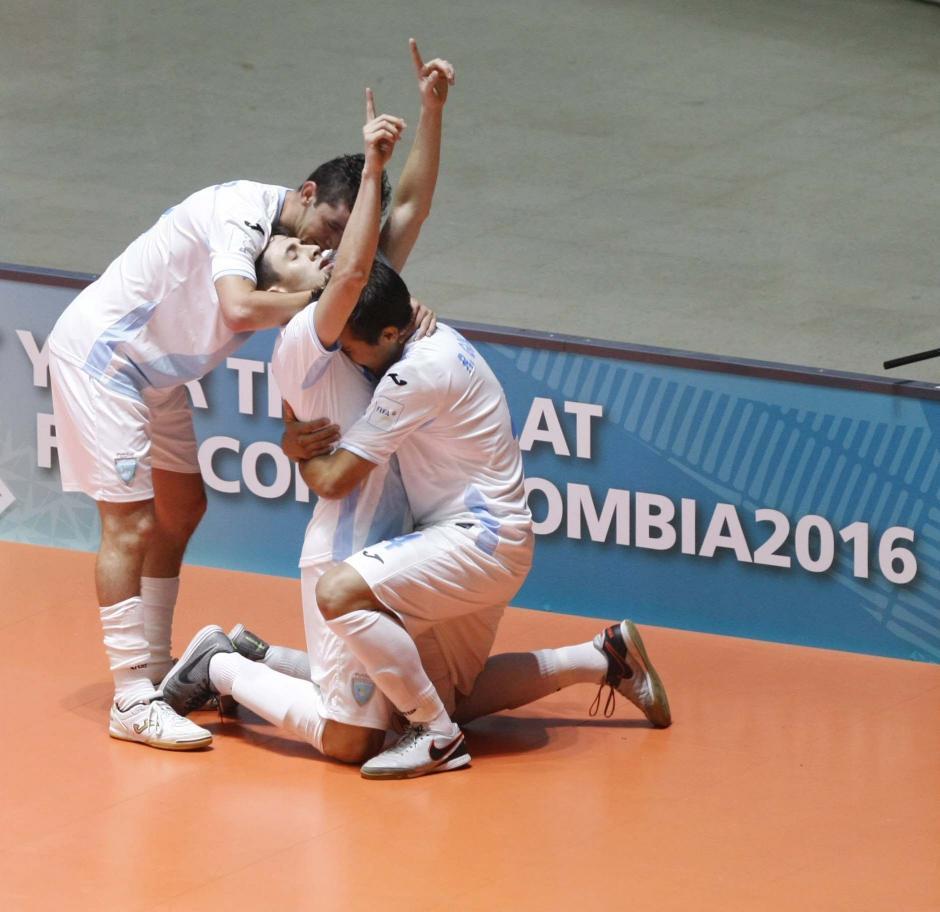 La Sele había iniciado ganando a los paraguayos 2-0, pero se terminó perdiendo 8-4. (Foto: EFE)