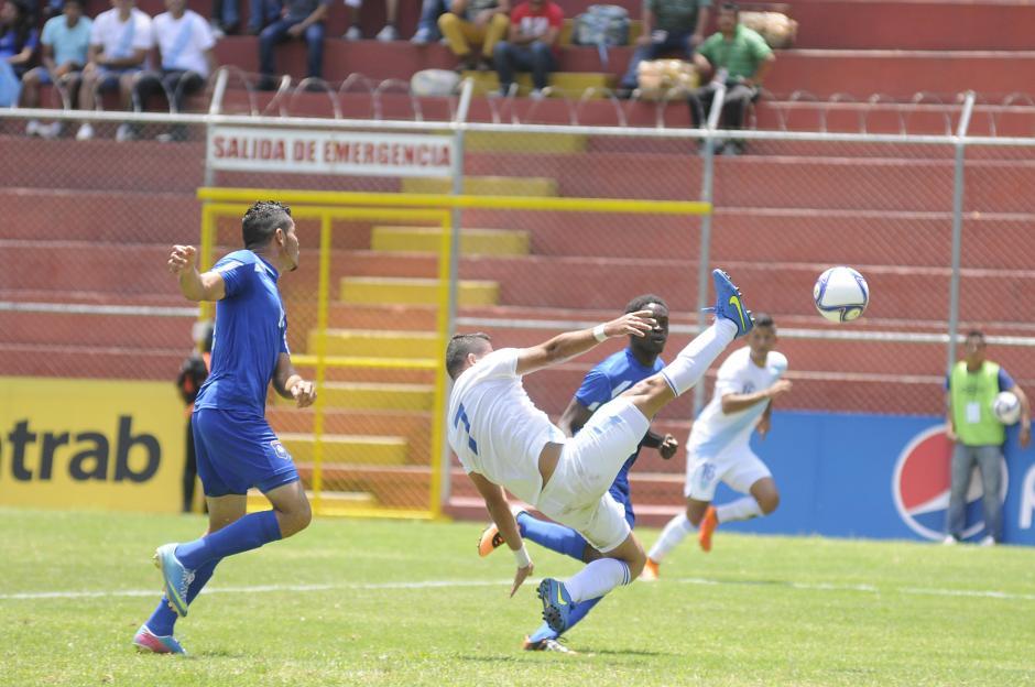 Junior Andrade fue la figura de Guatemala ante los beliceños con doblete.(Foto: Orlando Chile/Nuestro Diario)