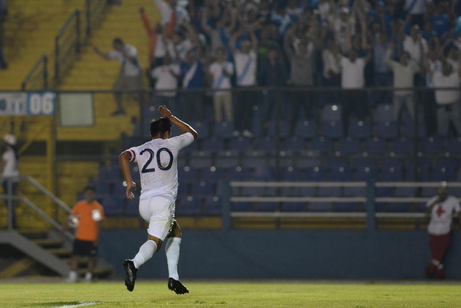 La afición mostró su apoyo al capitán guatemalteco. (Foto: Sergio Muñoz/Nuestro Diario)