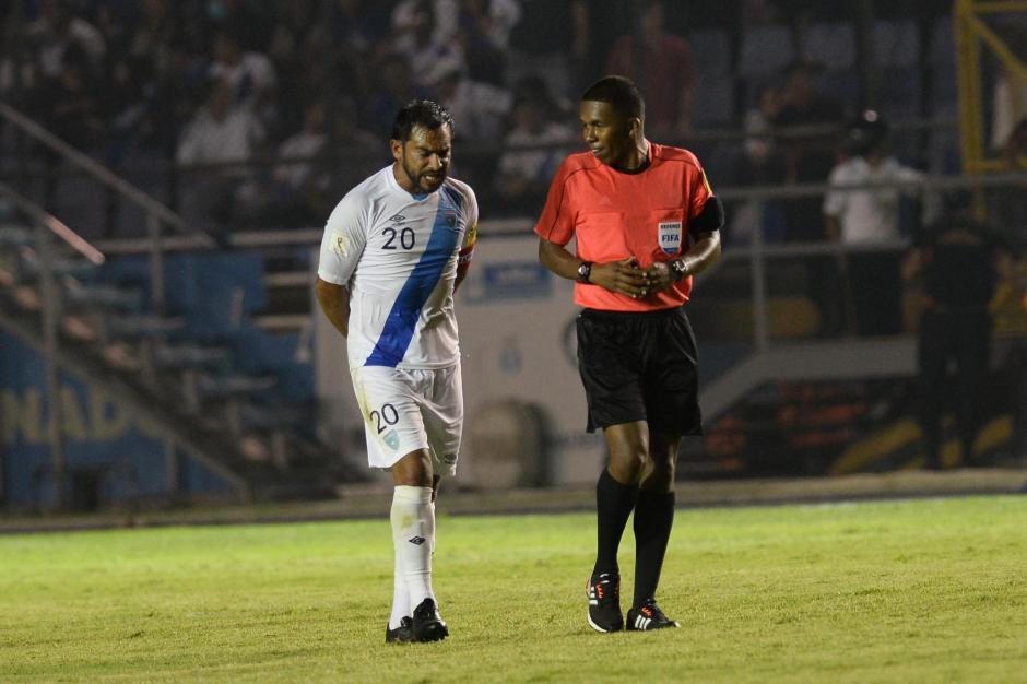 El arbitro panameño Jafet Perea se mostró sereno durante el juego. (Foto: Sergio Muñoz/Nuestro Diario)