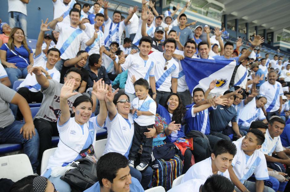 La fiesta se vivió en todo momento antes del inicio del juego. (Foto: Orlando Chile/Nuestro Diario)