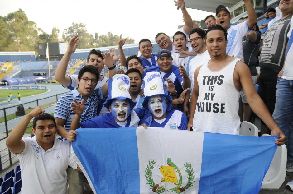 La bandera de Guatemala estuvo presente en todo los asientos del Mateo Flores. (Foto: Orlando Chile/Nuestro Diario)