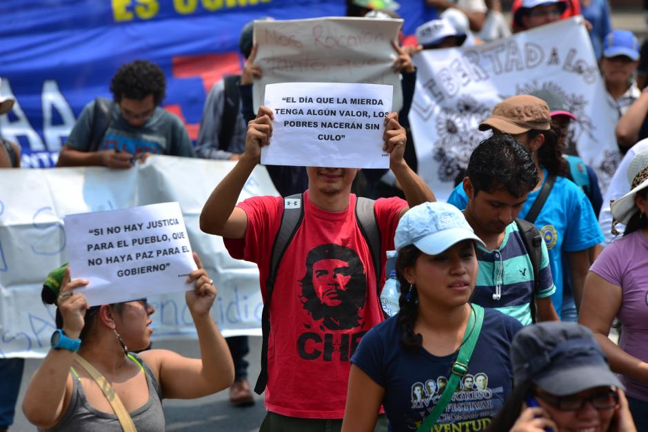 Muchos acudieron con pancartas improvisadas. (Foto: Archivo/Soy502)