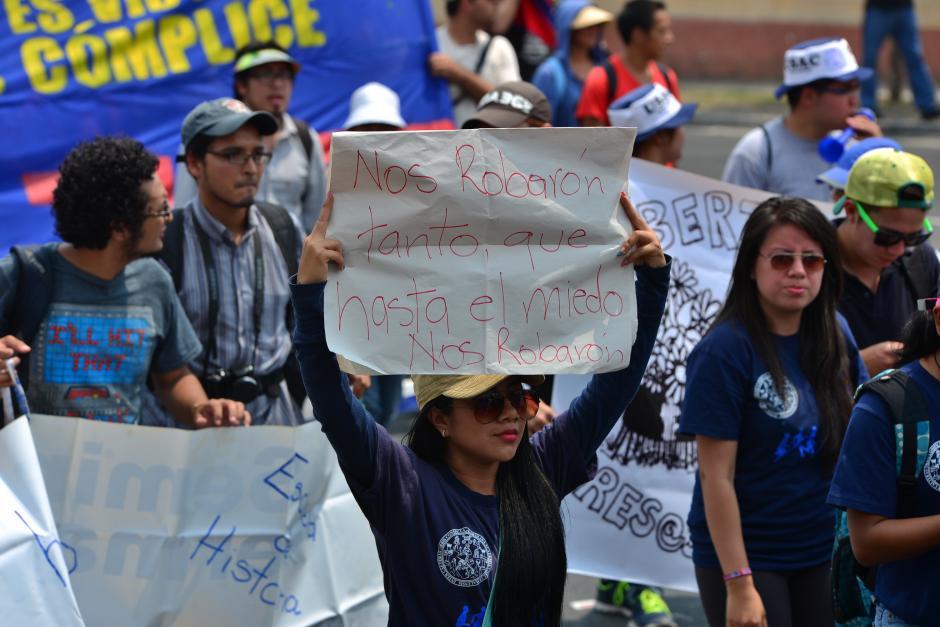 Los universitarios hicieron los carteles en la casa de estudios. (Foto: Archivo/Soy502)