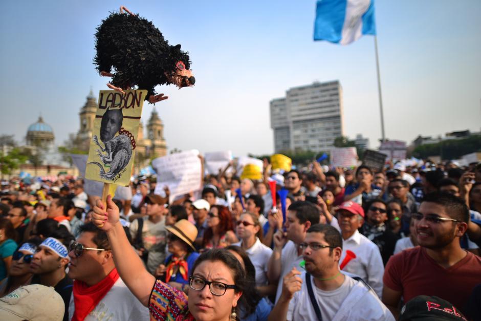 La Plaza de la Constitución fue insuficiente para albergar a los manifestantes. (Foto: Archivo/Soy502)