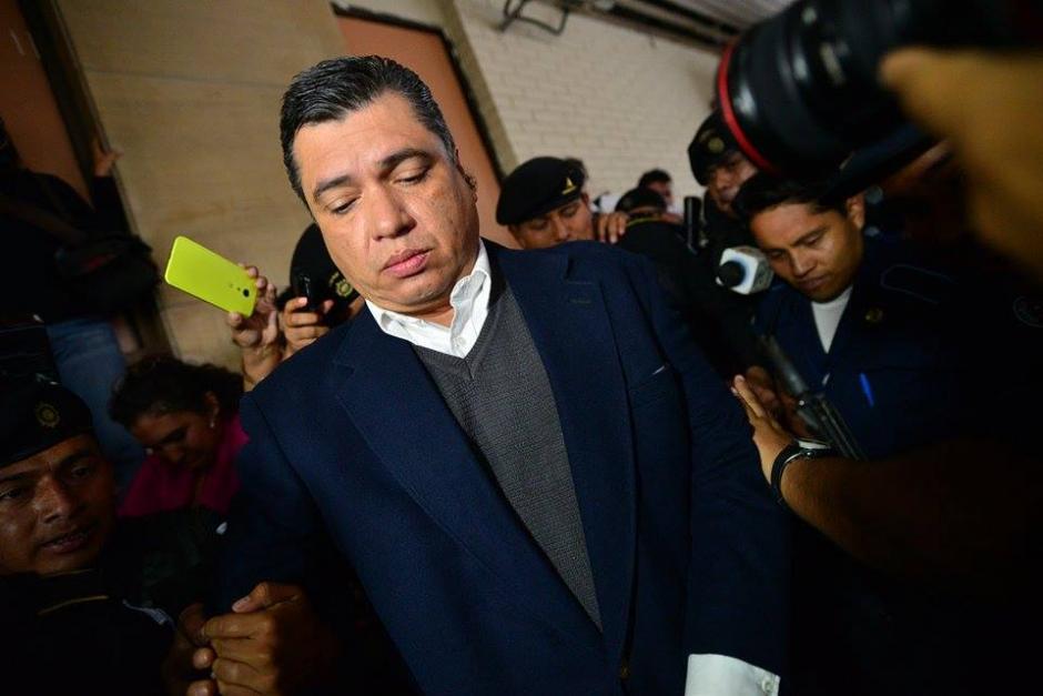 El exsecretario general de Presidencia, Gustavo Martínez, fue trasladado a Torre de Tribunales. (Foto: Wilder López/Soy502)