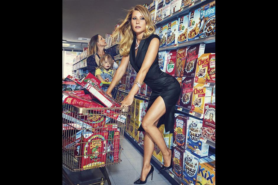 La actriz visita el supermercado de una manera muy sexy. (Foto: Harper's Bazaar)
