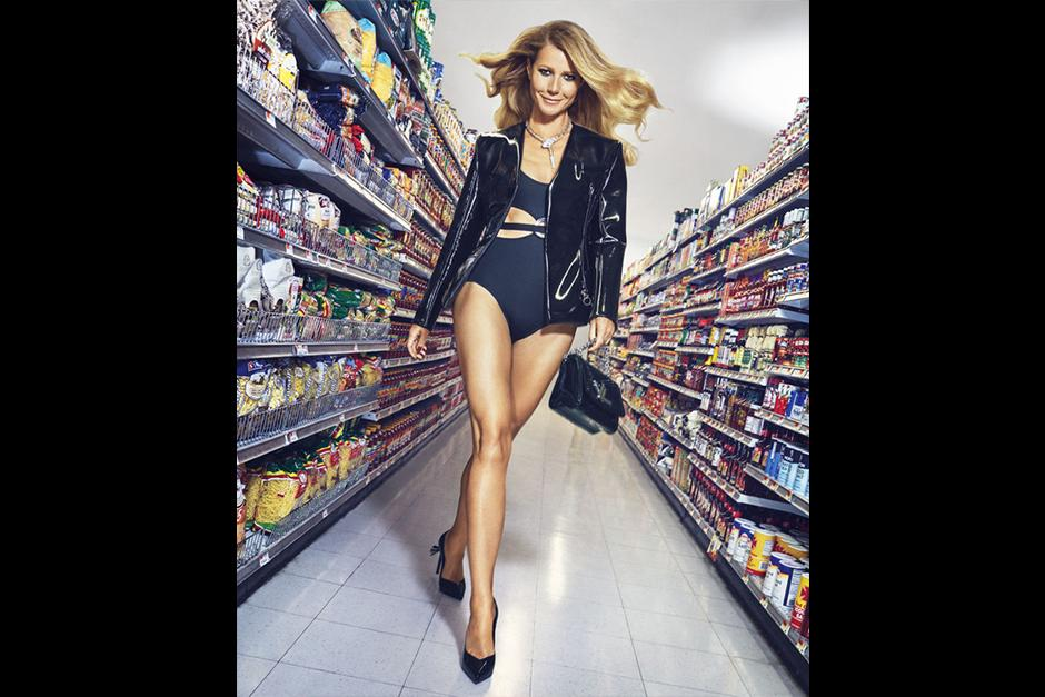 La actriz de 44 años presume su cuerpo y excelente figura. (Foto: Harper's Bazaar)