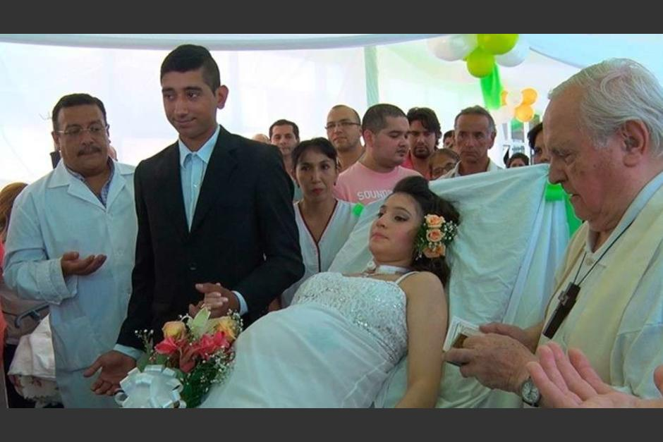 La novia está internada en cuidados intensivos esperando dar a luz. (Foto: Twitter)