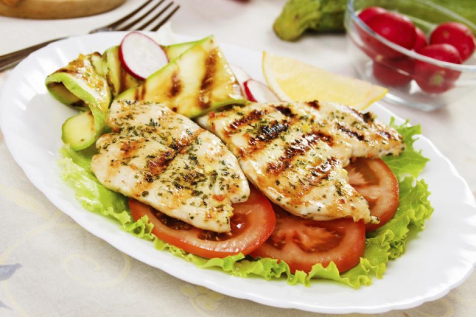 Debes ingerir todo tipo de alimentos que el cuerpo necesite. (Foto: sanmiguel.es)