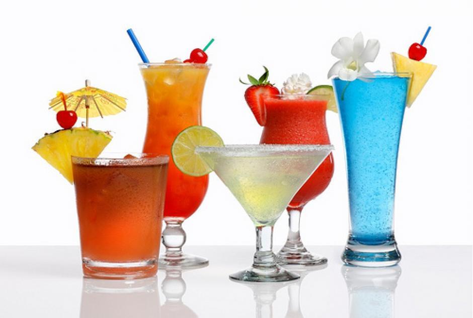 Las bebidas alcohólicas estimulan el apetito. (Foto: www.blogichef.com)