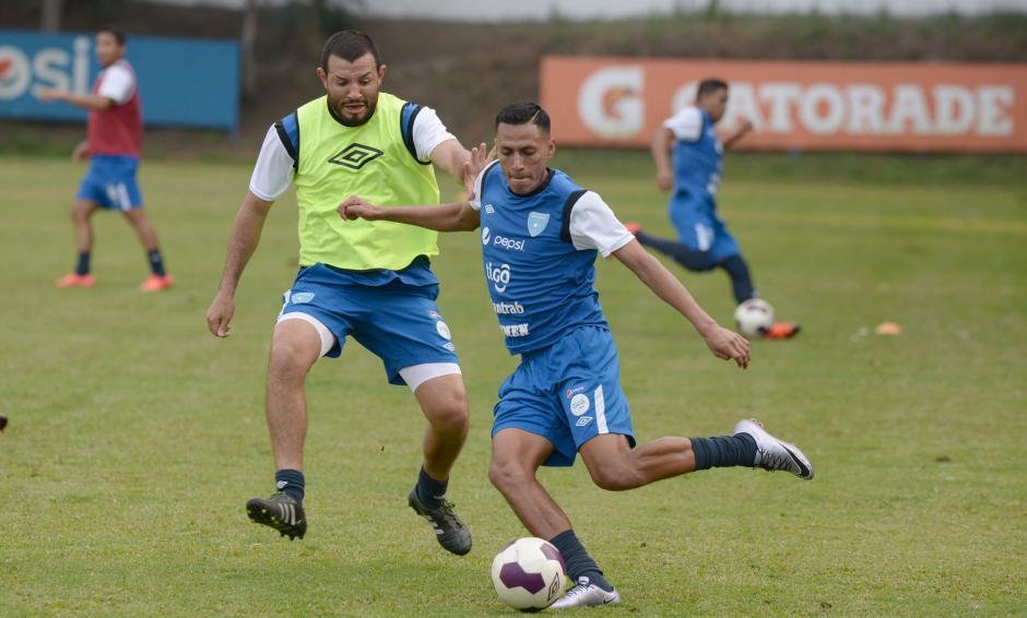 Hamilton López y Gerson Tinoco en la práctica de la selección. (Foto: Diego Galiano/Nuestro Diario)