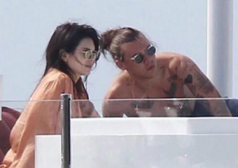 Harry Styles y Kendall Jenner en un lujoso yate. (Foto: DailyMail)