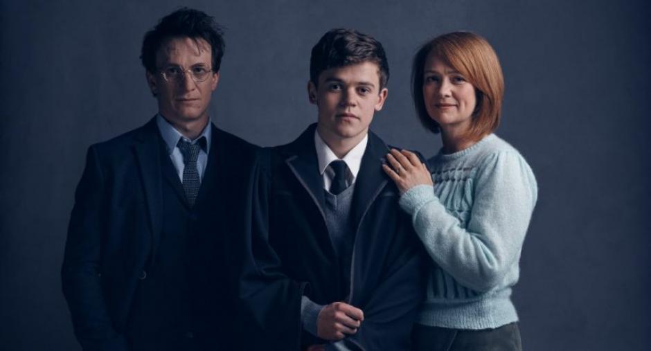 Jamie Parker como Harry, Sam Clemmett como Albus y Poppy Miller como Ginny. (Foto: Pottermore)