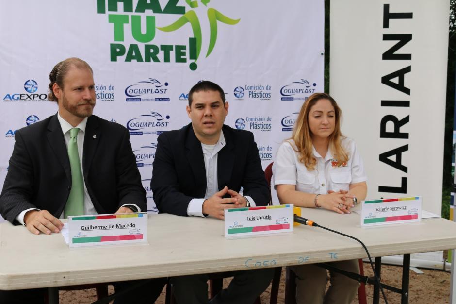 La presentación del proyecto estuvo a cargo del representante de Clariant, Guilherme De Macedo; Presidente de Comisión de Plásticos, Luis Urrutia; y la Coordinadora del Departamento Educativo del zoológico, Valerie Syrowic. (Foto: Agexport)