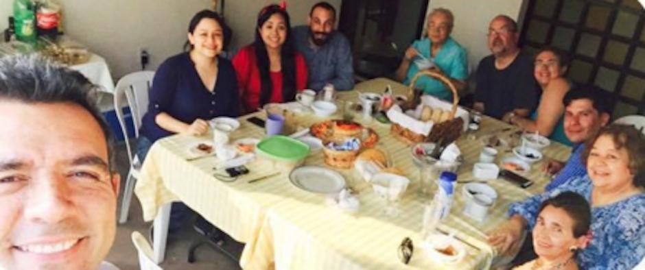Sandarti disfrutó de un buen almuerzo en buena compañía. (Foto: Hector Sandarti oficial)