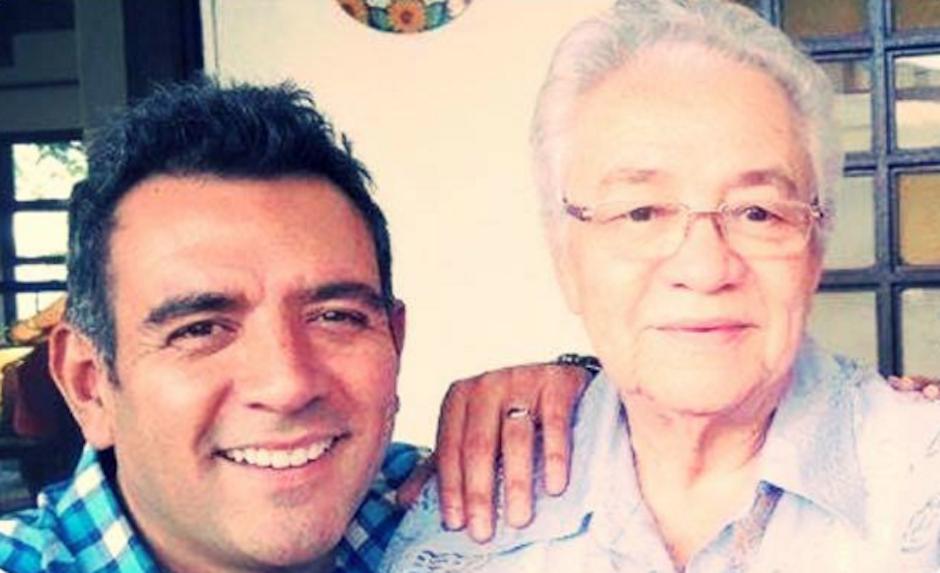"""El actor guatemalteco, radicado en México Héctor Sandarti, viajó a Guatemala para celebrar el """"Día de todos los Santos"""" junto a sus seres queridos. (Foto: Héctor Sandarti oficial)"""