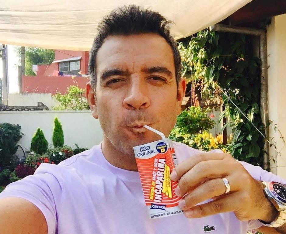 Héctor confesó en redes su pasión por la bebida nutritiva con la que vivió su infancia. (Foto: Héctor Sandarti oficial)