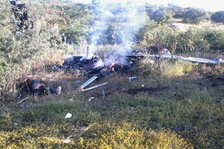 Presuntos narcotraficantes derriban un helicóptero en Michoacán, México. (Foto: jornadabc.mx)