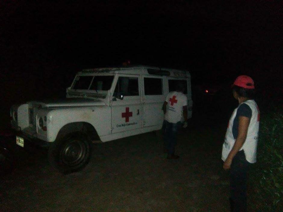 La cruz roja asistió la emergencia en La Tinta, Alta Verapaz.  (Foto: @myangelstheyou)