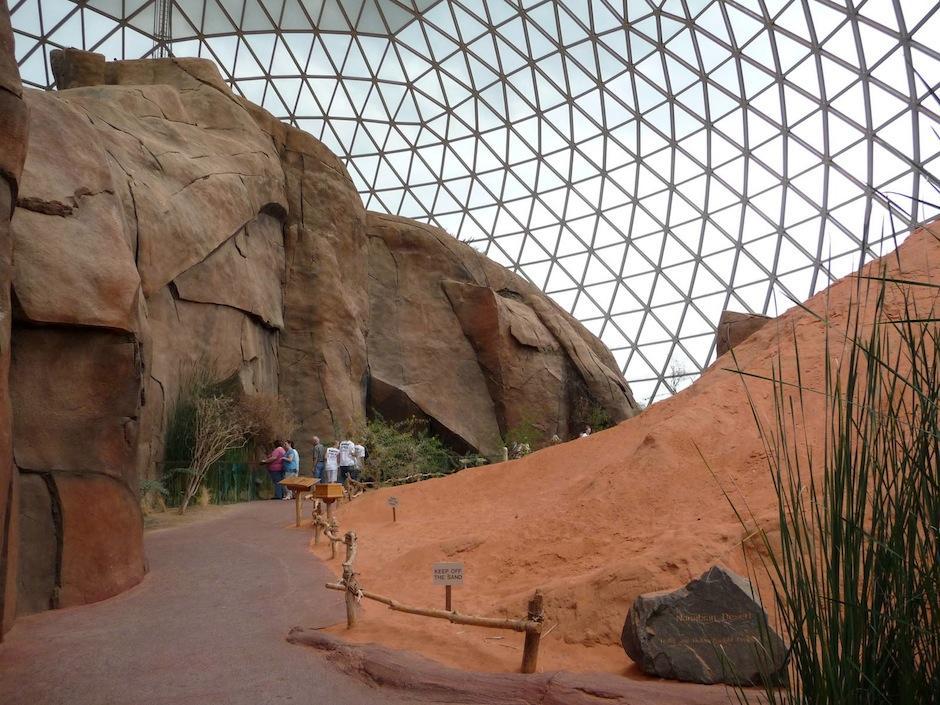 El Zoológico Henry Doorly en Omaha, Nebraska, tiene el desierto interior más grande del mundo, recreando los paisajes australianos. (Foto: zoochat.com)
