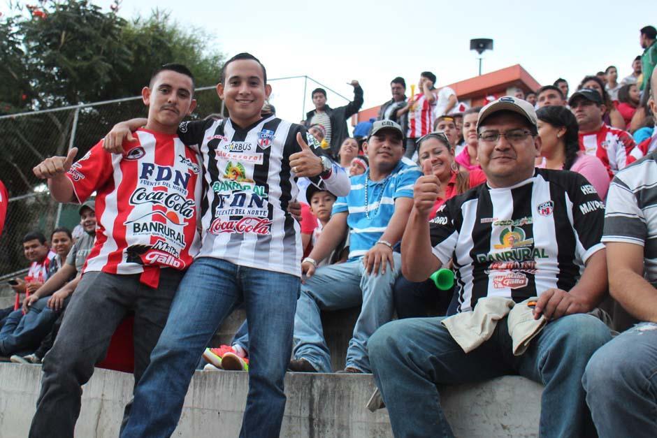 El entusiasmo Herediano no faltó en el graderío del Estadio Cementos Progreso. (Foto: José Dávila/Soy502)
