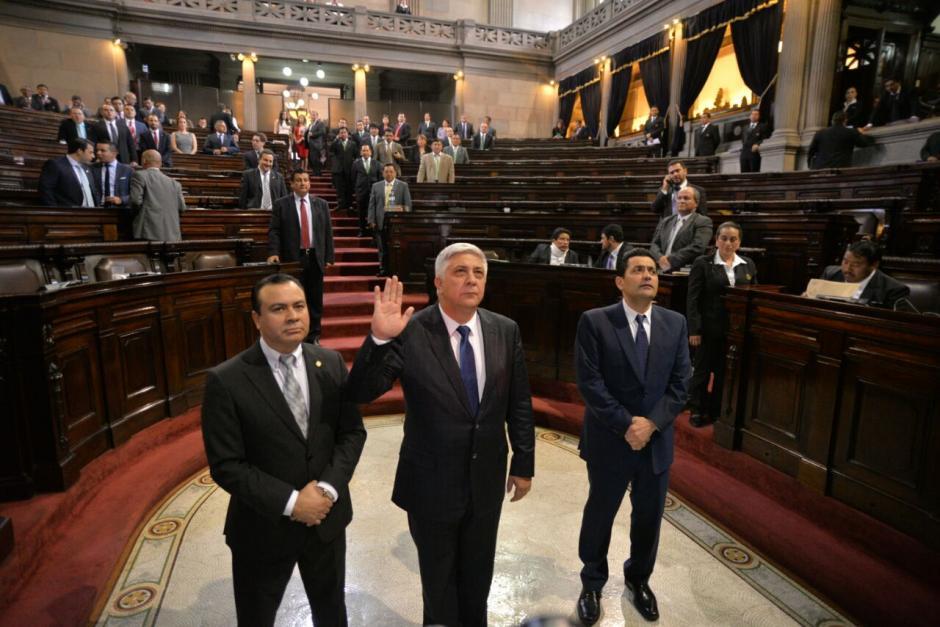 Varios diputados abandonaron sus curules previo a la juramentación de Melgar Padilla. (Foto: Wilder López/Soy502)