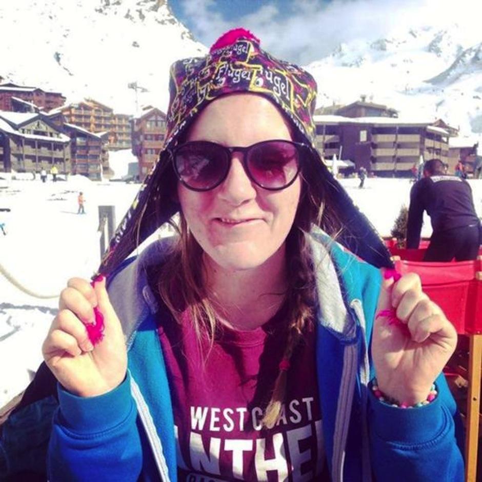 Kayleigh Harris tuvo un accidente mientras trabajaba en los alpes franceses. (Foto: Infobae)