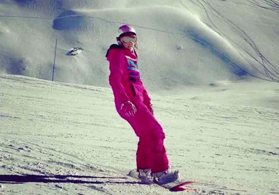 Un esquiador saltó sobre su cabeza haciéndola chocar con la nieve. (Foto: INfobae)