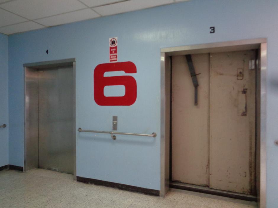 Según el personal, solo 2 de los 13 elevadores funcionan adecuadamente. (Foto Marcia Zavala/Soy502)